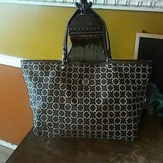 """Tommy Hilfiger Tote Brown and cream canvas tote with magnetic closure. Interior navy blue quick clean nylon lining.  Corners show slight wear otherwise great condition. Clean exterior and interior. 2 small interior pockets 1 small zipper pocket. Strap drop 8"""" Tommy Hilfiger Bags Totes"""