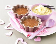 Recette dessert pour bébé : flans cacao et purée de banane. Plus de recettes pour bébé sur www.enviedebienmanger.fr/idees-recettes/recettes-pour-bebe
