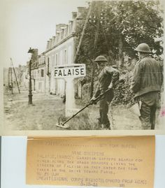 Falaise, 18 août 1944: Canadian sappers search for mines along the grass borders lining the streets of Falaise as they enter the town taken in the drive toward Paris.