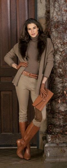 Ralph Lauren outfit for fall or winter. The fur collar kicks this monotone outfit up a notch. Perfect for a holiday dinner. Style Work, Mode Style, Casual Mode, Casual Chic, Boho Chic, Fall Winter Outfits, Autumn Winter Fashion, Mode Outfits, Casual Outfits