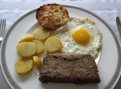 How to Make Scrapple This Rich Pennsylvania Dutch Pork Loaf is Making a Comeback Scrapple Recipe, Types Of Sausage, Heritage Recipe, Pork Recipes, Pork Meals, Pennsylvania Dutch, Buckwheat, Breakfast Recipes, Food And Drink