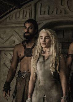 danaerys targaryen // game of thrones Daenerys Targaryen, Khaleesi, Game Of Thrones Sword, Game Of Thrones Cast, Game Of Thrones Poster, Game Of Thrones Quotes, Valar Dohaeris, Valar Morghulis, Katie Mcgrath