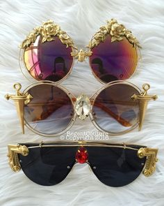 Those daggers tho 😅 talk about shade 😂 Cat Eye Sunglasses, Sunglasses Women, Festival Trends, Costume Venitien, Lunette Style, Jewelry Accessories, Fashion Accessories, Cute Glasses, Fashion Eye Glasses