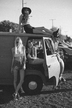 If I could take a picture like this with my friends on an old vw bus my life would be made