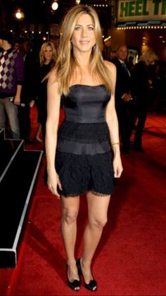 The Queen from Jennifer Aniston's Best Looks - LBD from Jennifer Aniston's Best Looks Jeniffer Aniston, Jennifer Aniston Pictures, Jennifer Aniston Style, Nancy Dow, John Aniston, Rachel Green, Love Her Style, Dame, Celebs
