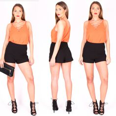 Orange is the new Black.   #Top: OW11303 orange/schwarz #Shorts: OW11315 #Tasche: OW11310    #oscarwho #oscarwhodaily #goodmorning #goodtimes #fashiondiaries #fashionblog #fashion #girl #trend #women #womensday #womensfashion #onlinestore #oscarwho #weekend #red #trend #urlaub #Orange #style #spring #summer #Clutch #mode #mailand #münchen #mannheim
