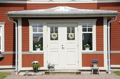 Entre. dubbeldörrar. farstu. Tranan - Fiskarhedenvillan Building A House, Outdoor Decor, Small House, Home, Swedish House, Exterior, Front Door, Entrance, Red House