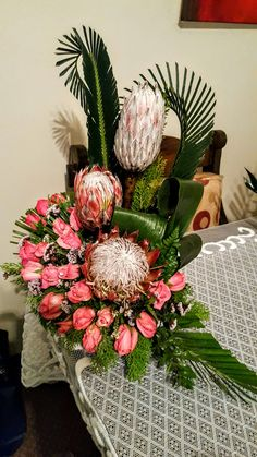 Altar Flowers, Church Flowers, Table Flowers, Tropical Flower Arrangements, Tropical Flowers, Fresh Flowers, Deco Floral, Arte Floral, Floral Design