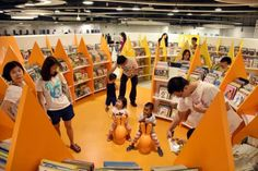 More public libraries to move to malls, town hubs http://www.tnp.sg/news/singapore/more-public-libraries-move-malls-town-hubs