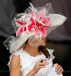 An Oaks or Kentucky Derby hats Kentucky Derby Outfit, Kentucky Derby Fashion, Derby Attire, Derby Outfits, Run For The Roses, Ascot Hats, Fancy Hats, Big Hats, Silly Hats