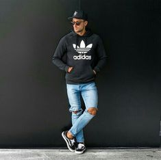 Royal Fashionsit is the best Men's Fashion Guide. Here you will find the latest trends on men's style. Get inspired with these outfits and leave your comment below. Men With Street Style, Mens Style Guide, Best Mens Fashion, Fashion Lookbook, Stylish Men, Men Casual, Instagram Fashion, Streetwear Fashion, Fitness Fashion
