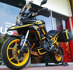 the final view from makeover shop~~ Versys 650, Car Wheels, Travel Bags, Motorbikes, Yamaha, Motorcycles, Projects, Shop, Street Bikes