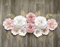 Paper Flower Decor, Paper Flower Backdrop, Giant Paper Flowers, Flower Wall Decor, Flower Crafts, Flower Decorations, Wall Flowers, Gift Flowers, Baby Girl Nursery Decor