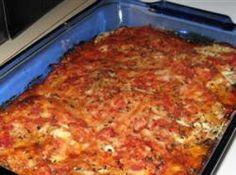 Receita de Berinjela à Parmegiana - 6 beringelas, 300 g de mussarela, 3 xicaras ml de molho de tomate, 2 ovo ligeiramente batido, Farinha de rosca e de trigo para empanar