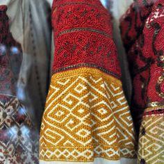 via FB -Semne cusute in actiune Folk Costume, Costumes, Moldova, Bulgaria, Leg Warmers, Folk Art, Mandala, Fall Winter, Carving