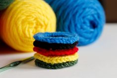 Olympic Rings Crocheted with Pipe Cleaners @Make and Takes.com