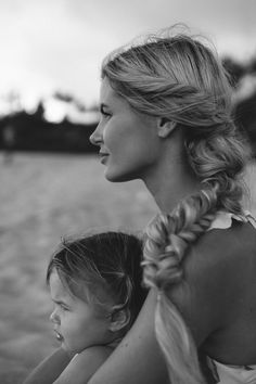 Mom Daughter Photography, Mommy Daughter Pictures, Mother Daughter Pictures, Family Photography, Photography Poses, Father Daughter, Toddler Photography, Family Posing, Family Portraits