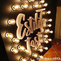 #retol #vinil #retolacio #letrescorporatives #factoria #factoriadelretol #wearefactoria @calestilita Chandelier, Ceiling Lights, Lighting, Home Decor, Vinyls, Homemade Home Decor, Candelabra, Ceiling Light Fixtures, Ceiling Lamp