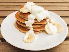Recept na jemné a úžasně nadýchané banánové lívance z podmáslí a čirokové mouky...