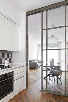 Sfoglia immagini di Cucina in stile in stile Moderno e di colore bianca : . Lasciati ispirare dalle nostre immagini per trovare l'idea perfetta per la tua casa.
