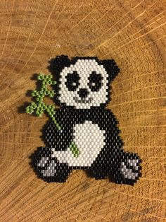 Joli panda gourmand en Miyuki pour une commande 5,5 cm x 4 cm