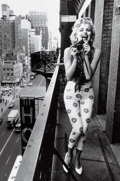 Marilyn Monroe is oft imitated but never duplicated. These photos have made the internet rounds as Marilyn, but not one of them is actually her. By Marijane Gray for Immortal Marilyn Marylin Monroe, Marilyn Monroe Quotes, Marilyn Monroe Bedroom, Marilyn Monroe And Audrey Hepburn, Marilyn Monroe Portrait, Ellen Von Unwerth, Divas, Pin Up, Vintage Beauty