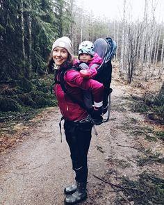 Saatiin muma mukaan metsäretkelle meidän kanssa. Märkää oli kumpparit oli tänään oikea kenkävalinta. Ens kerralla eväät mukaan.  #metsä #retkeily #retkellä #outdoors #ulkoilu #weekend