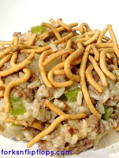 Chow Mein Hamburger Hot Dish This is a classic hearty Minnesota Casserole aka Hot Dish. So yummy! This easy casserole is deliciously satisfying for the whole family! It will quickly become a favorite weekday dinner. Hamburger Hotdish, Hamburger Dishes, Beef Dishes, Food Dishes, Main Dishes, Hamburger Recipes, Side Dishes, Hamburger Ideas, Food Food