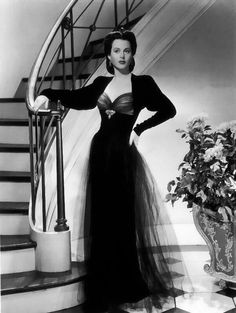 Lover of old hollywood and anything vintage. Hollywood Fashion, 1940s Fashion, Classic Hollywood, Vintage Fashion, Edwardian Fashion, Vintage Glamour, Vintage Beauty, Moda Vintage, Vintage Mode