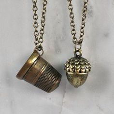 ****Peter Pan & Wendy Kiss Thimble and Acorn Necklace Set - for each of us to wear at the wedding :) I wear the acorn, he wears the thimble. This makes think I should put an acorn in my hair or bouquet then put a thimble on his boutineer Peter Pan Jewelry, Peter Pan Necklace, Acorn Necklace, Necklace Set, Peter Pan Wedding, Peter Pan 2003, Disney Jewelry, Neverland, Peter Pan Collars