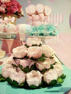 Mesa decorada com o tema mundo magico da Lara pela Rachel Gomes e festa realizada no Buffet Miniland Tatuapé 🎈 🎈