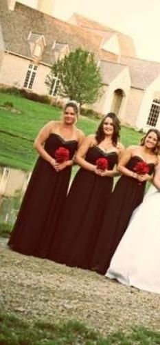 I got married in September of 2012 and my 3 bridesmaids (all different sizes) wore this dress in black! They loved it and thought it was so comfortable! I was kind of jealous because I loved it so much I wanted 1 too! Dream come true? I get to wear this same dress only in the color Horizon in my friend's wedding in September of 2013!! It definitely fits any size and looks great on them all! We didn't have any zipper issues! The picture isn't the greatest but you can kind of see them…