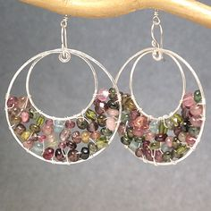 Hammered hoop earrings wrapped with mixed por CalicoJunoJewelry