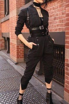 Rock in Rio [all black] - Style inspiration - kleidung Edgy Outfits, Mode Outfits, Grunge Outfits, Fashion Outfits, Gothic Outfits, Modest Fashion, Fashion Pants, Girl Outfits, Fashion Tips