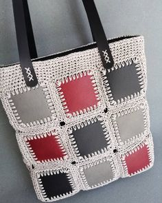 Kendi imalatımız kare setlerimiz ile … Our own manufacturing square sets of knitted bags. Crochet Tote, Crochet Handbags, Crochet Purses, Crochet Gifts, Crochet Stitches, Free Crochet, Diy Handbag, Knitted Bags, Handmade Rugs