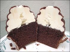 BUMPY CAKE CUPCAKES! Are you kidding me? It's a f***in' bumpy cake in cupcake form! I would totally eat this!