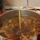 Ostro - kyslá polievka • recept • bonvivani.sk Beef, China, Food, Meat, Essen, Meals, Yemek, Porcelain, Eten