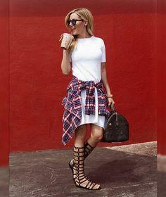 Ashley Tisdale en Urban Outfitters, Louis Vuitton, etc.
