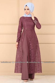 Hijab dresses evening gown dress evening fashion dresses and fashion most suitable in the price of the stylish designs at the new address I Selvi. Pakistani Dresses Casual, Indian Gowns Dresses, Indian Fashion Dresses, Fashion Clothes, Hijab Fashion, Stylish Dresses For Girls, Stylish Dress Designs, Designs For Dresses, Moslem Fashion
