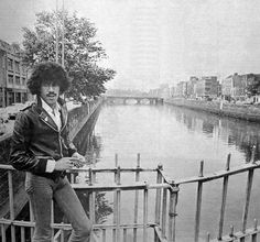 Phil Lynott of Thin Lizzy enjoying a stroll in Dublin Ireland Pictures, Images Of Ireland, Old Pictures, Old Photos, Dublin Street, Dublin City, Thin Lizzy, Photo Engraving, Music Pics