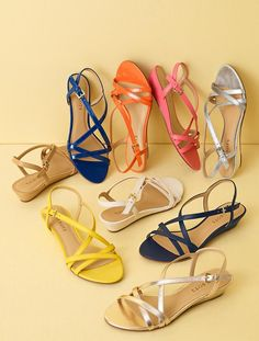 Toe Loop Sandals, Shoes Flats Sandals, Sandals Outfit, Girls Sandals, Shoe Boots, Dress Shoes, Best Walking Shoes, Women's Feet, Leather Shoes