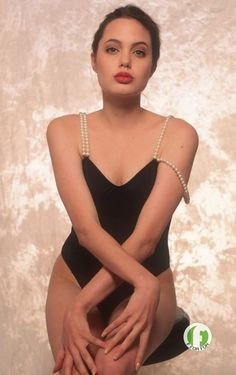When Angelina Jolie was 16 Angelina Jolie Young, Angelina Jolie Fotos, Angelina Jolie Makeup, Angelina Jolie Pictures, Angelina Jolie Style, Estilo Taylor Swift, Actrices Hollywood, Beauty Full Girl, Swimsuits