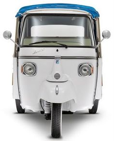 Piaggio Ape Calessino [happy buggy]: Just about the cutest face ever seen on a vehicle. Piaggio Ape, Vespa Ape, Vespa Lambretta, Motos Vespa, Things With Faces, Motor Scooters, Cool Bicycles, Commercial Vehicle, Small Cars