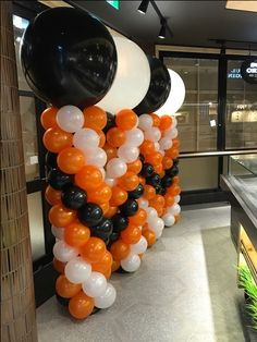 Columns with alternating Giant 3ft balloons atop