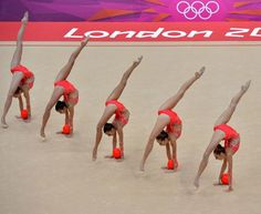 Palle e cerchi, la ginnastica ritmica affascina
