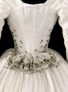 Detail rear view, caraco and petticoat, 1790-1800. Very fine white cotton, embroidered with garlands of vine and grape clusters.