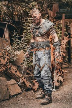 A Wasteland Pirate. Effective at boarding ships AND vehicles. Post Apocalyptic Clothing, Post Apocalyptic Costume, Post Apocalyptic Fashion, Apocalypse World, Zombie Apocalypse, Mad Max, Fallout, Wasteland Warrior, Dystopia Rising