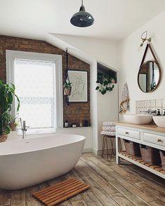 Home Interior Salas Bathroom Layout, Bathroom Interior, Zebra Bathroom, Bathroom Wall, 1930s Bathroom, Bathroom Ideas, Gold Bathroom, Interior Livingroom, Home Design
