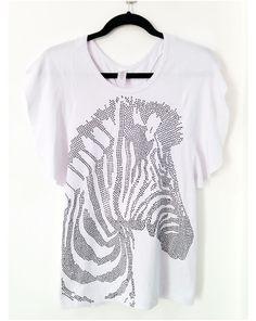 Camisa modelo borboleta en tela de visco blanca con bling de zebra