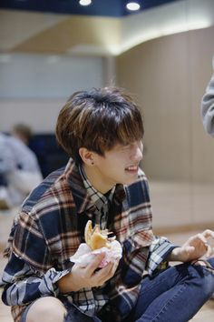 Han jisung stray kids So happy eat Sung Lee, Ji Sung, Incheon, Lee Min Ho, K Pop, Saranghae, Rapper, Baby Squirrel, How To Stop Procrastinating